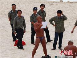三亞海灘瘋裸泳 市民繞路