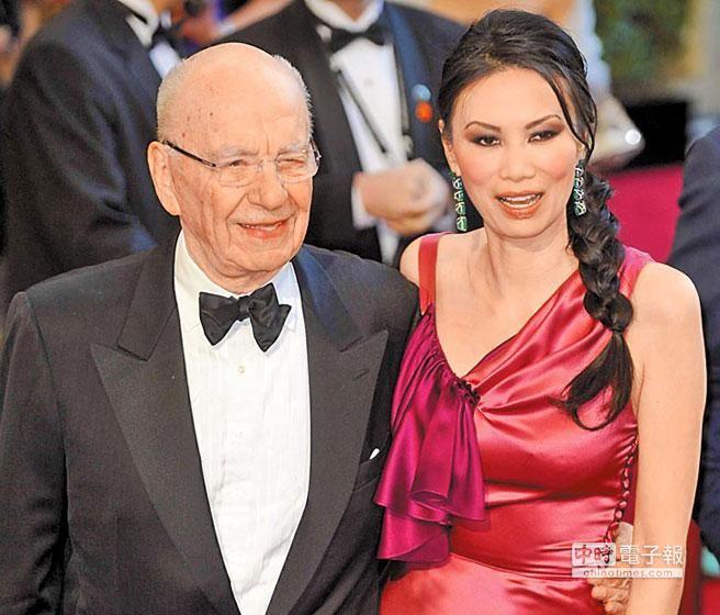 國際傳媒大亨梅鐸(左)休掉華裔前妻鄧文迪(右),原因在傳說鄧與英國傳首相布萊爾有染,鄧文迪熱戀布萊爾的密箋近日曝光。(資料照片 美聯社)