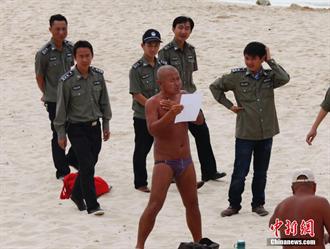 錢江晚報評三亞裸泳:穿上你的小褲頭