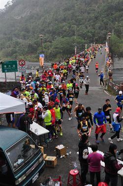 絕美丹大林道  3千人馬拉松競技