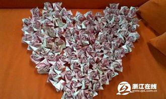 受準丈母娘刺激  陸男用20萬人民幣折999朵紙玫瑰求婚