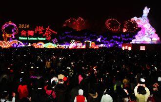 台灣燈會開幕 郵票燈牆吸睛