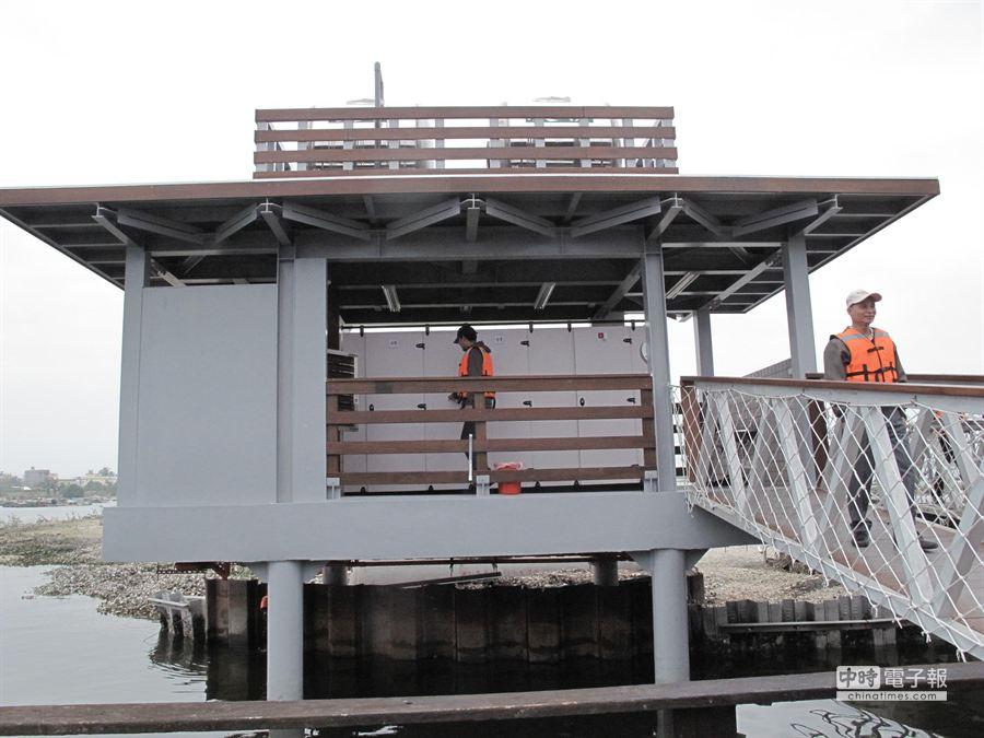 蚵殼島環保廁所完工啟用。(郭韋綺攝)