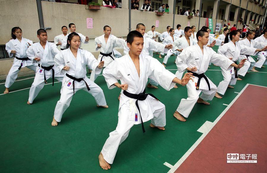 武術展演更是讓同學及家長們大開眼界。(陳志源攝)
