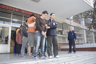 警追毒犯 嫌躲玉米田4小時仍被逮