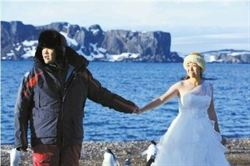 航行3.5萬公里 北京情侶抵南極辦婚禮