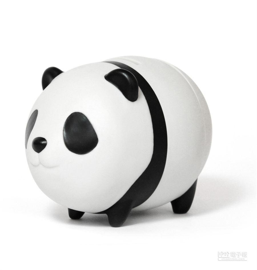 新光三越信義店以貓熊撲滿當卡友禮。(業者提供)