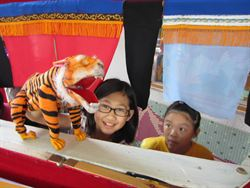 228連假首日 來動物園看布袋戲