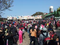 六福村今湧4萬遊客 創十年新高