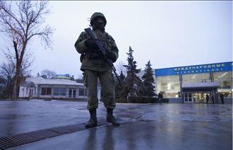 克里米亞機場遭佔 烏國控俄軍侵略