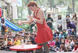 法國歐卜劇團 前往聖馨幼兒園演出逗趣