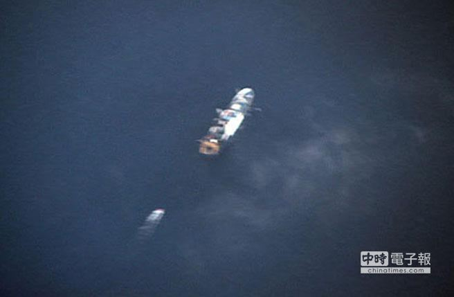 救援船隻在可能海域搜尋。(中新網)