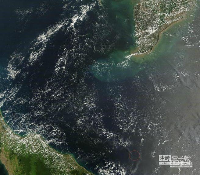 據NASA官方消息,疑似馬航失事地點的高清地圖,時間3月9日11:35由NASA的衛星。(摘自中國網)
