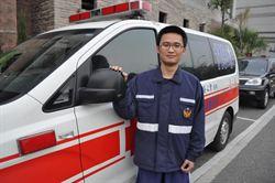 孕婦救護車上分娩 2役男助產