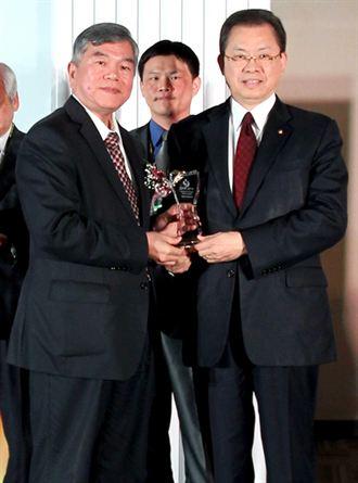 華航 獲國際綠色典範服務獎