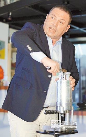 中時專欄:李學文》拉霸咖啡機泡出科技的人味