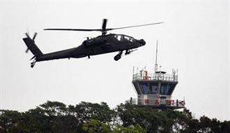 6架長弓阿帕契 抵達高雄港79號碼頭