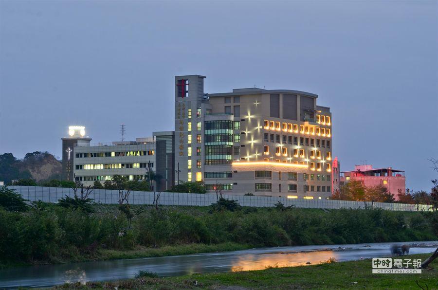 台東馬偕醫院新大樓完工,舊大樓門診將會在月底全數搬到新大樓看診。(黃力勉攝)