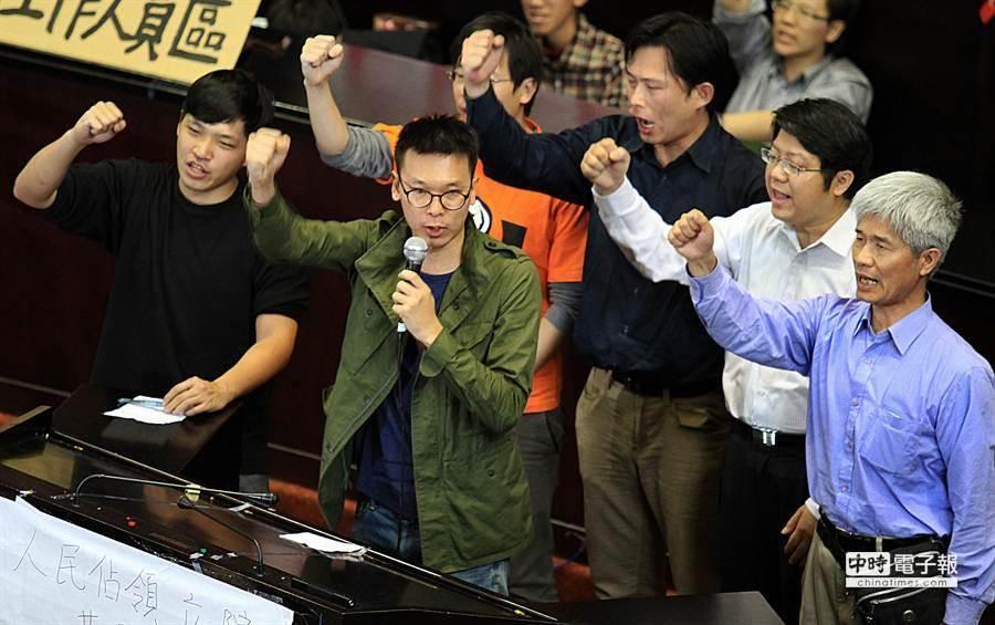 反服貿學生與社運團體回應馬英九總統說法。(姚志平攝)