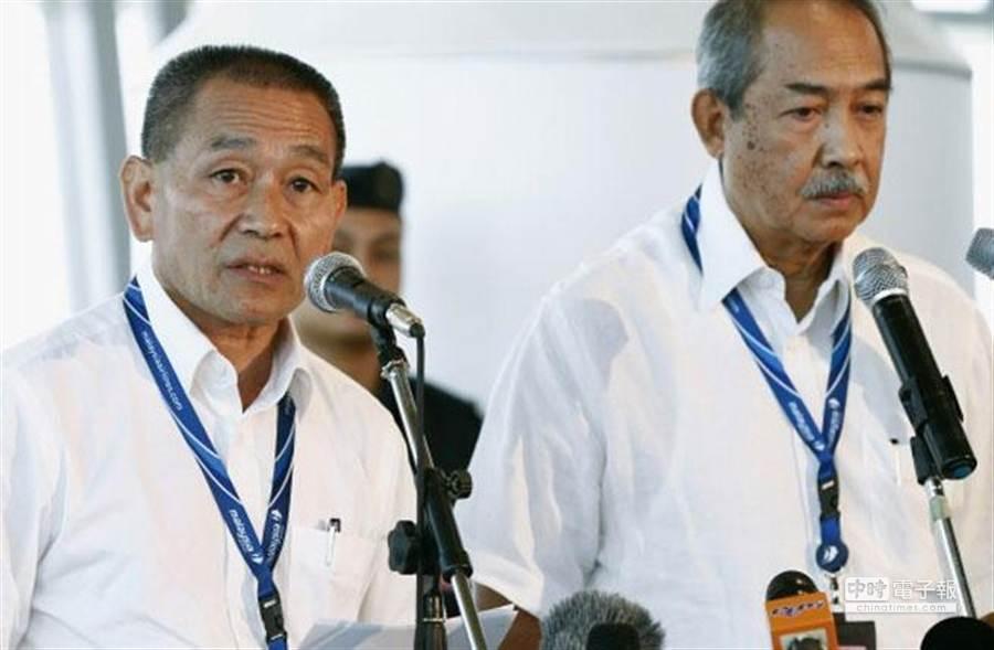 馬航CEO Ahmad Jauhari Yahya(左)在記者會上重申馬航失事無人生還。(美聯社)