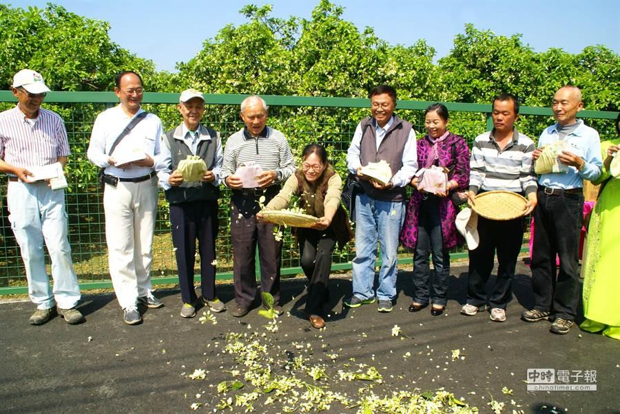 斗六市公所今天召開柚見花開一日遊記者會。(周麗蘭攝)