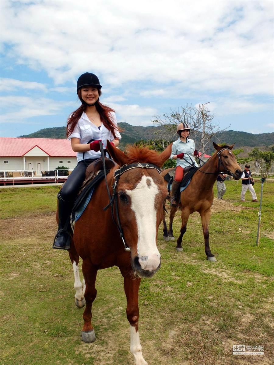 墾丁六福莊首度推出雙馬探索車城趣,邀民眾來享受春遊動感之旅,騎馬體驗由悠客馬場專業教練帶領,不會騎馬也能一次就上手。(薄力瑋攝)