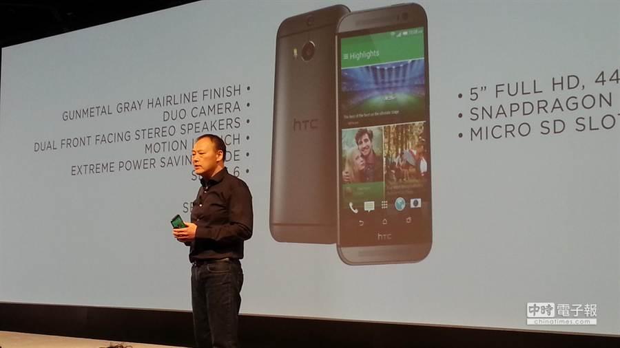 年度旗艦HTC One (M8)隆重登場,台灣地區將於3月28日領先全亞洲首賣HTC One (M8) 16GB晶絲灰與月光銀兩款,單機建議售價為21900元。(翁毓嵐攝)
