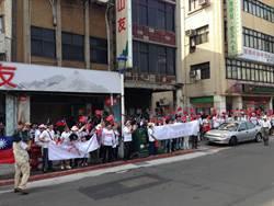反反服貿上街 黑白人馬隔街表訴求