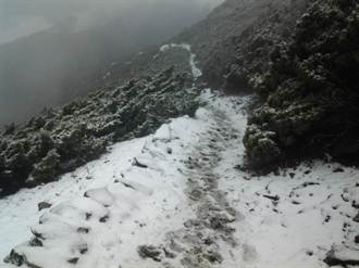玉山四月雪 積雪2.3公分