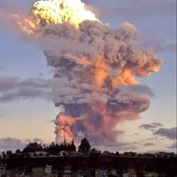 厄瓜多通古拉瓦活火山 再度爆發