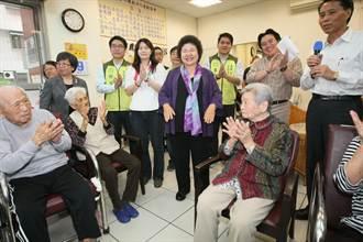 陳菊前往翠華國宅的北區銀髮家園參訪