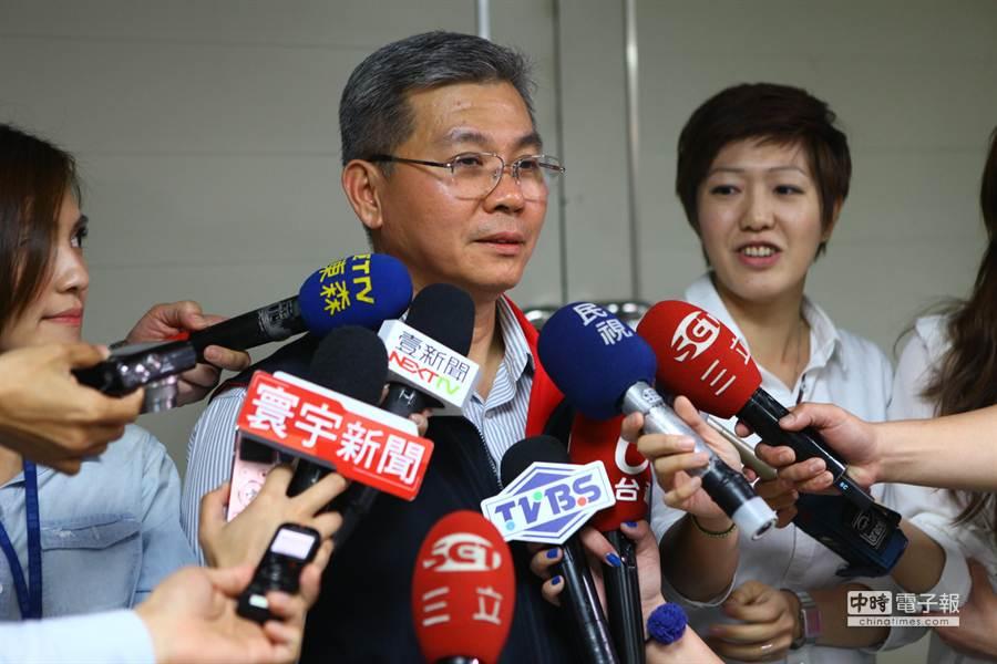 北市警中正一分局長方仰寧不准公投護台灣聯盟集會遊行,遭市議員批評違憲。(張立勳攝)