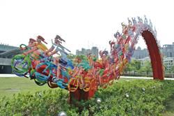 藝術家動感雕塑 為竹縣體育館添色彩