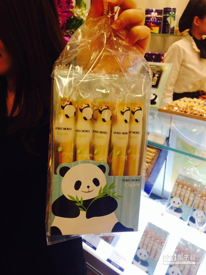 YOKU MOKU貓熊原味雪茄蛋捲一包10入、380元。(郭家崴攝)