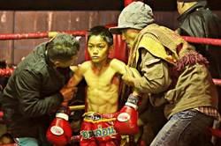 悲慘世界在泰國 7歲童打職業泰拳