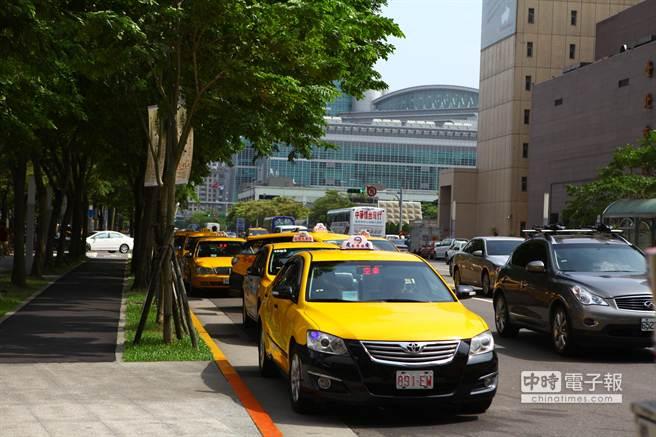 北市公運處計程車叫車系統,即日起新增女性駕駛轉接服務。(張立勳攝)