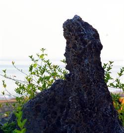小琉球觀音石遭毀容 鄉民憤怒