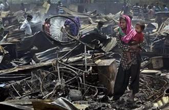 印度新德里大火 貧民窟500茅草屋毀