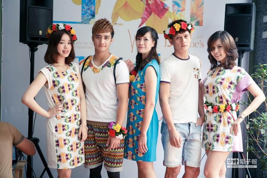 台灣原住民與花一直都息息相關,年輕設計師結合設計服飾。(業者提供)