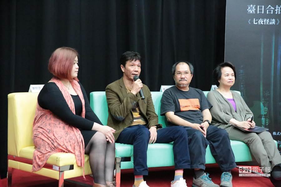 《屍憶》主角張嘉年(左二)昨於開鏡儀式上,回答與會人提出有關拍片的問題。(台藝大電影系提供)