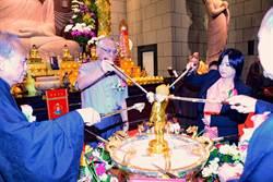 中台禪寺慶佛誕 捐15輛巡邏機車