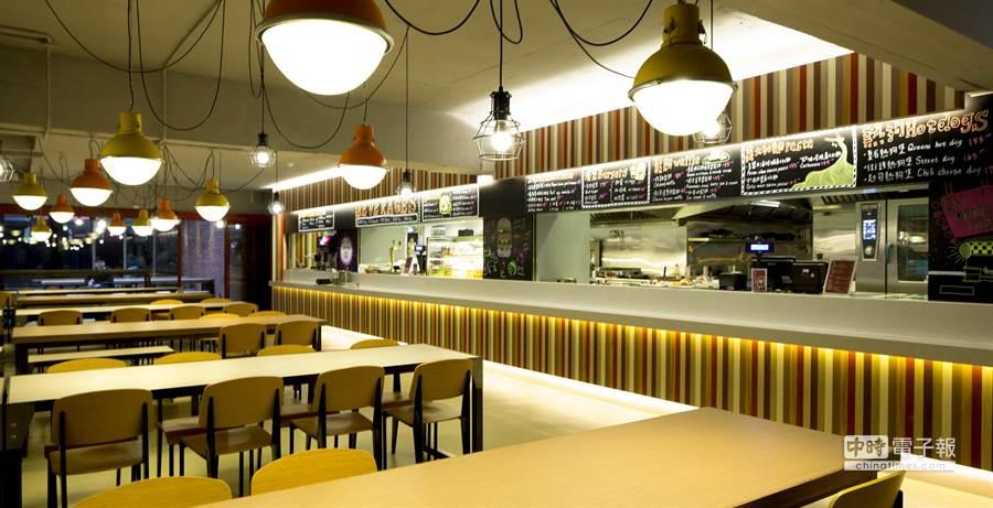 今正式開幕的「QueenS CUISINE皇后美食館」,裝潢標榜呈現原汁原味的美國東岸Loft風格(圖/業者提供)
