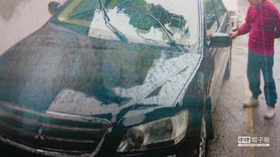 呂男偷竊的汽車。(葉書宏翻攝)