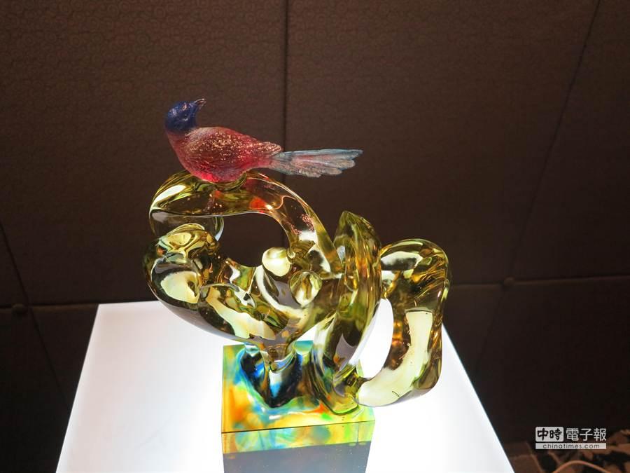 琉園時尚特展共生系列之共榮作品喜鵲,由王俊榮、何忠堂設計。(馮景青攝)