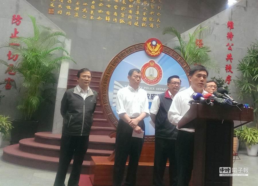 台北市長郝龍斌表示已增調80名支援警力投入捷運維安勤務,並負起死傷乘客的相關撫恤及醫療責任。(張企群攝)