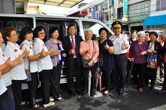 聖宗學堂樂善好施 致贈竹縣消防局救護車