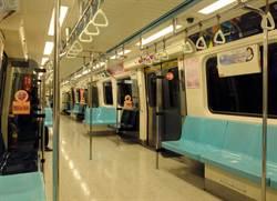 民眾乘坐捷運  最後一節車廂人數銳減