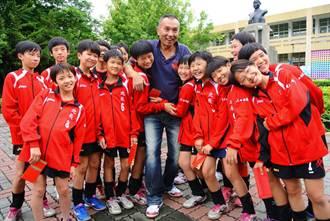 北辰國小女排奪冠 感謝教練抱病帶隊