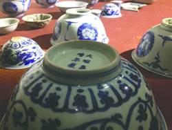 陸村民鋤地 挖出24件明代青花瓷
