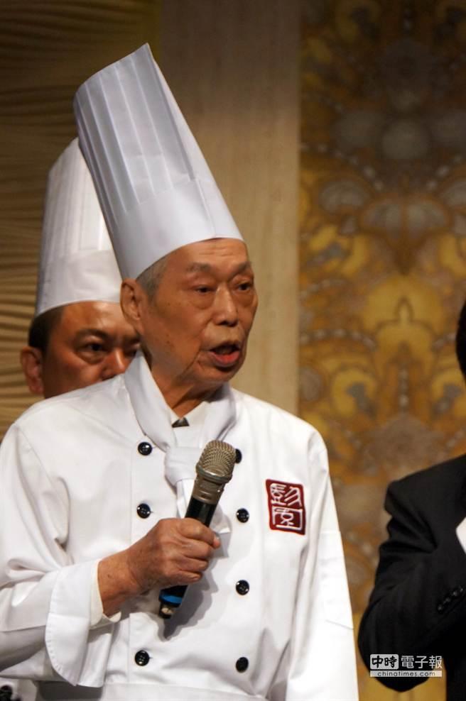彭長貴說,「左宗棠雞」是自己靈機一動下發明的創意湘菜。(圖/姚舜攝)